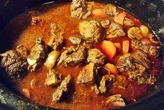 Nån som missade att det snöade idag? Nä, trodde inte det kanske inte det magiska snöfall som jag älskar utanke mer ett *snöregnfrånallahållochkallavindaroxå* inte det mysigaste alltså… Så n… Crock Pot Slow Cooker, Pot Roast, Deli, Fudge, Curry, Healthy, Ethnic Recipes, Food, God Mat
