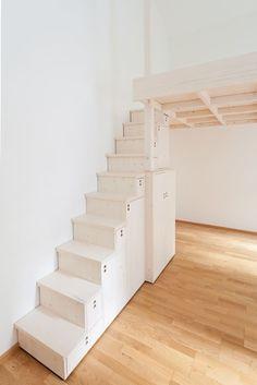 Finde minimalistische Schlafzimmer Designs: Hochbett mit japanischer Stiege in Fichte , weiß lasiert.. Entdecke die schönsten Bilder zur Inspiration für die Gestaltung deines Traumhauses.