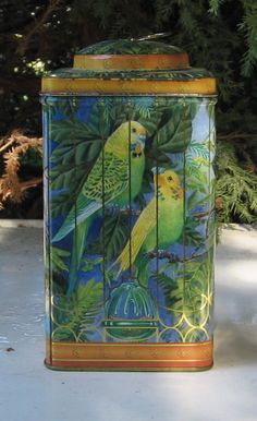 VINTAGE DECORATIVE BIRD TIN
