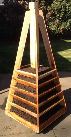 How To Build A Vertical Garden Pyramid Tower For Your Next DIY Outdoor Project.  (Oh Yeah I can make this)