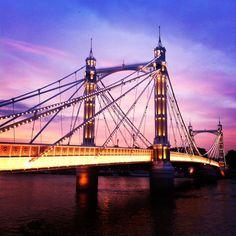 The bright evening sky lights up Albert Bridge, #London 25°C I 77°F #BurberryWeather