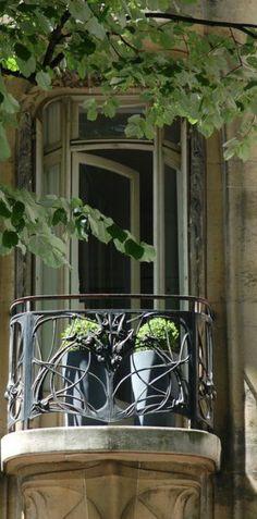 gorgeous detail on the balcony. paris