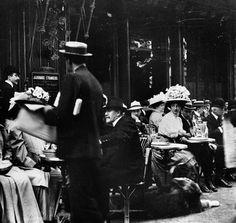 Terrace of the Cafe de la Paix, 1900