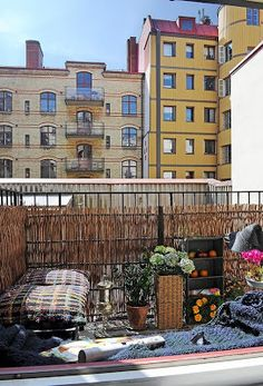 Stylish Two Room Apartment Displaying An Immaculate Design - Balcony Garden Balcony Bar, Small Balcony Garden, Terrace Garden, Small Patio, Small Balconies, Balcony Ideas, Apartment Porch, Apartment Balconies, Patio Shade