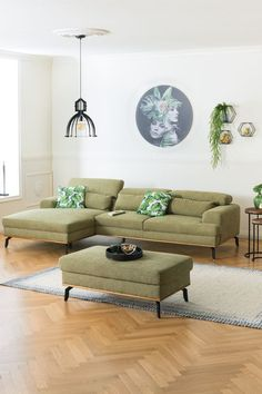 Richte dir dein Wohnzimmer nach deinen Vorstellungen ein! Alles, was du dazu brauchst, findest du auf leiner.at! // Wohnzimmer Ideen // Interior Trends // Wohnideen // Einrichtungstipps Wohnzimmer // Sofa // Couch// Polstergarnitur // Wohnzimmer Deko Couch, Furniture, Home Decor, Settee, Decoration Home, Sofa, Room Decor, Home Furnishings, Sofas