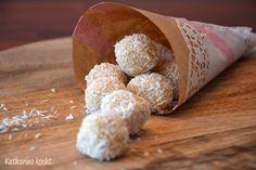 Kekskonfekt mit Baileys, weißer Schokolade und Kokosraspeln