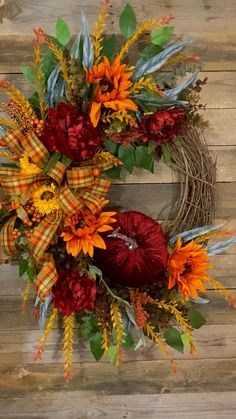 Easy Fall Wreaths, Diy Fall Wreath, Thanksgiving Wreaths, Outside Fall Decorations, Sunflower Wreaths, Grape Vines, Grapevine Wreath, Door Wreaths, Front Porch