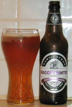 Haggis Hunter from Harviestoun Brewery. A seasonal special for Burn's Night, this is a golden colour with a dry hoppy taste. Nice, but not exceptional. Malta, Different Types Of Beer, British Beer, Golden Color, Food Plating, Brewery, Beer Bottle, Root Beer, Beer