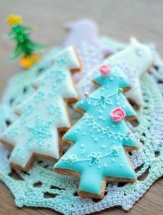 Beautiful Christmas tree cookies iced in aqua Christmas Tree Cookies, Iced Cookies, Christmas Sweets, Cute Cookies, Christmas Cooking, Noel Christmas, Christmas Goodies, Holiday Cookies, Cupcake Cookies