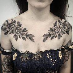 Bouquets of Flowers by Ana Tattoo Artist: Akauã Pasqual - Tattoo Chest Piece Tattoos, Pieces Tattoo, Bone Tattoos, Stomach Tattoos, Body Art Tattoos, Girl Tattoos, Sleeve Tattoos, Tattoos For Women, Rose Chest Tattoo