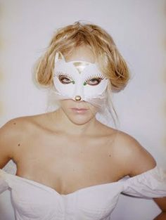 Chloe Sevigny Indie queen with vintage style to die for. The Last Days Of Disco starring Chloe Sevig. Chloe Sevigny, Tv Movie, Terry Richardson, Cat Mask, Looks Street Style, Animal Masks, Inspiration Mode, Creative Inspiration, Glamour
