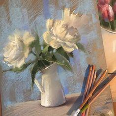 Сегодня рисовали этюды пионов... люблю этот запах дачного детства.