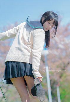 "scandalousgaijin: "" Seifuku "" Beautiful Asian Girls, Beautiful Japanese Girl, Cute Japanese, Cute Asian Girls, Cute Girls, Japanese Beauty, Japanese High School, Japanese School Uniform, Schoolgirl"
