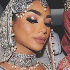 Ideas Wedding Makeup Asian Eyes Indian Bridal Ideen Hochzeit Make-up Asian Eyes Indian Asian Bridal Makeup, Pakistani Bridal Makeup, Indian Wedding Makeup, Best Wedding Makeup, Indian Makeup, Indian Bridal, Weeding Makeup, Red Dress Makeup, Blue Eye Makeup