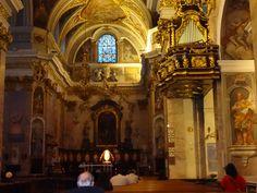 Interior de uma igreja em Ljubljana Eslovênia