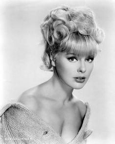 Elke Sommer born 5 November 1940 born Elke Baronesse von Schletz is a German actress entertainer and artist who starred in many Hollywood films Elke som Old Hollywood Glamour, Golden Age Of Hollywood, Vintage Hollywood, Hollywood Stars, Classic Hollywood, Classic Actresses, Hollywood Actresses, Beautiful Actresses, Actors & Actresses