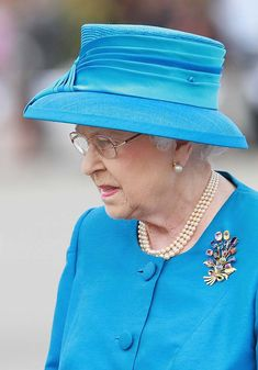 While fashion tastes come and go, there is one person who has long worn brooches whether they are au courant or not­: Queen Elizabeth II.