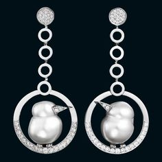 Hanging bird earrings in 18-carat white gold with baroque pearls and diamonds by Lorenz Bäumer