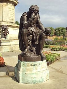 Hamlet statue at Stratford-upon-Avon, England. Bronze Sculpture, Sculpture Art, Stratford Upon Avon, Graffiti Murals, Wire Art, Creative Art, Book Art, Funny Pictures, The Incredibles