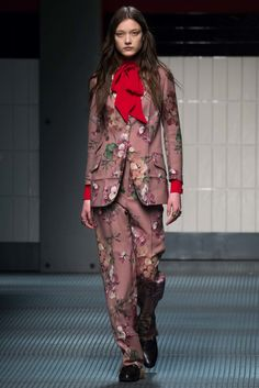 Gucci Fall 2015 Ready-to-Wear  Romantic, exotic, creative ? But with a strong and bright touch of passion !