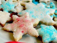 Διακοσμούμε τα Χριστουγεννιάτικα Μπισκότα μας με Ζάχαρη Star Shape, Sweets, Shapes, Cookies, Desserts, Christmas, Food, Holidays, Crack Crackers