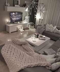 36 Cozy Living Room Design Ideas For Apartment - Home Bestiest Cozy Living Rooms, Home And Living, Small Living, Modern Living, Living Room Goals, Gray Couch Living Room, Living Room Candles, Romantic Living Room, Condo Living Room
