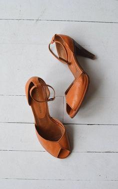 Charles Jourdan shoes vintage leather heels by DearGolden Charles Jourdan Schuhe Vintage Leder Heels von DearGolden High Heels Boots, Ankle Strap Heels, Ankle Straps, Shoe Boots, Shoes Heels, Shoe Bag, Tan Pumps, Peep Toe Shoes, Look Fashion