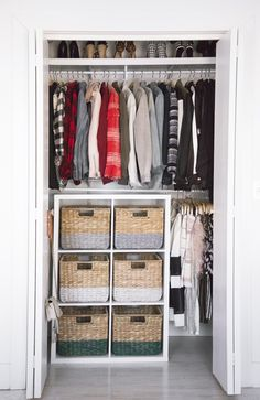 Best Closet Organization Color Coded Tips Ideas - Modern Best Closet Organization, Closet Hacks, Kid Closet, Closet Bedroom, Bedroom Organization, Clothing Organization, Clothing Racks, Closet Ideas, Color Coded Closet