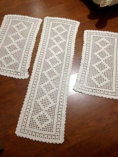 Ripple Rainforest Scarf pattern by Ellie from Hook Yarn Carabiner Crochet Table Topper, Crochet Table Runner Pattern, Free Crochet Doily Patterns, Crochet Motif, Crochet Designs, Crochet Doilies, Hand Crochet, Crochet Baby, Crochet Boarders