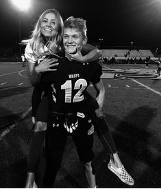 Cute Couples Football, Football Couple Pictures, Football Boyfriend, Cute Couple Pictures, Cute Couples Photos, Cute Couples Goals, Boyfriend Goals, Couple Pics, Cheer Football Couple