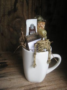 Without the skeleton this would be cute fall gift