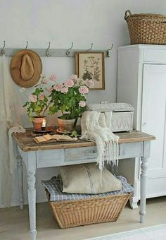 A shabby chic entryway with a wardrobe, a whitewashed console with . chic furniture Shabby Chic Entryway With A Wardrobe Shabby Chic Entryway, Shabby Chic Cottage, Shabby Chic Homes, Shabby Chic Furniture, White Cottage, Country Furniture, Antique Furniture, Furniture Sets, Shabby Chic Farmhouse