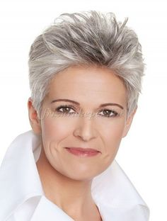 rövid frizurák 50 feletti nőknek - rövid frizura ősz hajból
