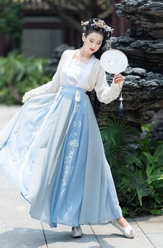 Traditional Fashion, Traditional Dresses, Desi Wedding Dresses, Pretty Korean Girls, Fantasy Dress, Chinese Clothing, Indian Designer Outfits, Japanese Outfits, Geisha
