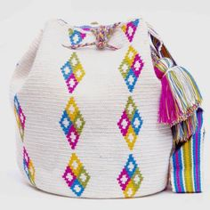 Cabo Wayuu Mochila bags are intricate in their designs, can take approximately 18 days to weave. Hand Woven Strap using woven one thread. Handmade in South America by the indigenous Wayuu people. Crochet Handbags, Crochet Purses, Mochila Crochet, Tapestry Crochet Patterns, Tapestry Bag, Boho Bags, Knitted Bags, Free Crochet, Crochet Baby