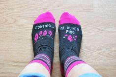 "Image of Calcetines ""Contigo al quinto pino"" (color gris + fucsia)"