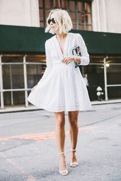 All-white outfit: eyelet dress and sandals. Street style - TOTAL GORGEOUSNESS!!