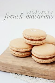 These Salted Caramel French Macarons are a beautifully delicious. Great starter recipe for this temperamental cookie. Desserts Français, Delicious Desserts, Dessert Recipes, Yummy Food, Plated Desserts, Tea Cakes, Bundt Cakes, Macaron Caramel, Caramel Cupcakes