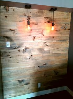 Mur style bois de grange Home Theater, Decoration, Wood Wall, Living Room Decor, Cocoon, Woodworking, Lighting, Beds, Diy