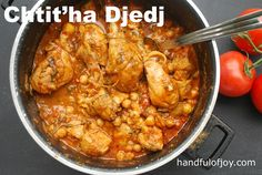 Chtit'ha Djedj Algerian chicken with chickpeas Algerian Food, Algerian Recipes, Lebanese Recipes, Stew Chicken Recipe, Chicken Recipes, Ramadan Recipes, Turkey Recipes, Dinner Recipes, Slow Cooker Soup