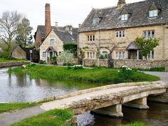 11 Beautiful Cotswolds Villages You Need To See - To Europe And Beyond Places To See, Places To Travel, Zoo Architecture, English Village, English Cottages, English Country Style, Country Life, Places In England, British Countryside