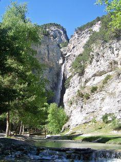 La cascade Saint-Benoît (Haute-Savoie) France