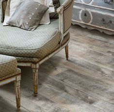Traditional is the new modern. Come fine the best floor for you in our new Moduleo Horizon colleciton. ANTIQUE OAK 60254 CL/60248 GD is just one of the new beautiful floors that are created here in the USA.