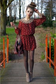Ruby-red-dress-light-brown-tights-brick-red-leather-tommy-hilfiger-bag