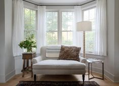 A bay window in the living room is covered with a heather gray . A bay window in the living room is equipped with a gray mottled roller sofa. A bay window in the li Bay Window Bedroom, Bay Window Decor, Bay Window Living Room, Cottage Living Rooms, Home Living Room, Living Room Designs, Living Room Decor, Curtains Living Room Bay Window, Windows