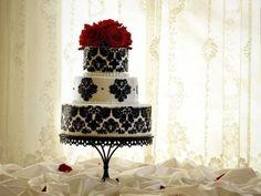 Pastel de boda en tono negro y blanco