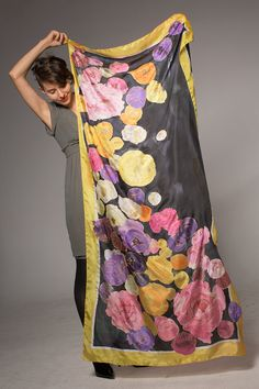 De seda pintados a mano bufanda-Falling Ranunculus / Productos de lujo por klaradar