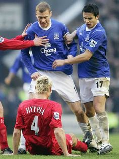 Duncan Ferguson relishing a clash with Liverpool's Sami Hyppia Football Fight, Football Program, Football Cards, Football Soccer, Football Players, Football Stuff, Head 2 Head, Everton Fc, Tough Guy