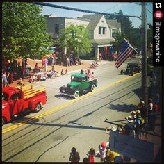 Happy 4th of July!  Freeport's Main Street parade starts at 10am. Tonight's FREE concert is 7:30pm with The Mavericks and fireworks at 9pm. @freeportmaine  #LLBean #Maine #parade #summer #4thofJuly (: @jillmcgowaninc)