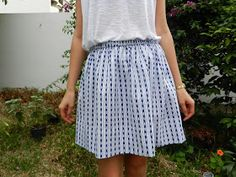Easy skirt tutorial with photos for beginner - sewing Sewing Clothes, Diy Clothes, Diy Fashion, Fashion Looks, Sewing Online, Skirt Tutorial, Couture Sewing, Knitting For Beginners, Diy Dress